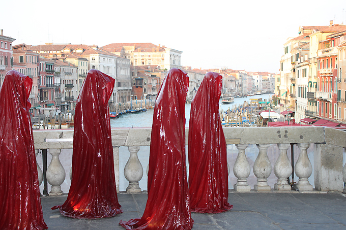 contemporary-art-biennale-show-project-venice-punte-di-realto-manfred-kielnhofer.jpg