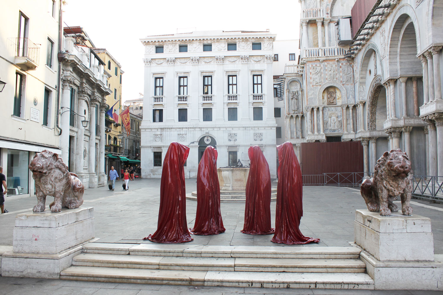 Guardians of time by manfred kielnhofer settle in during for Artisti biennale venezia