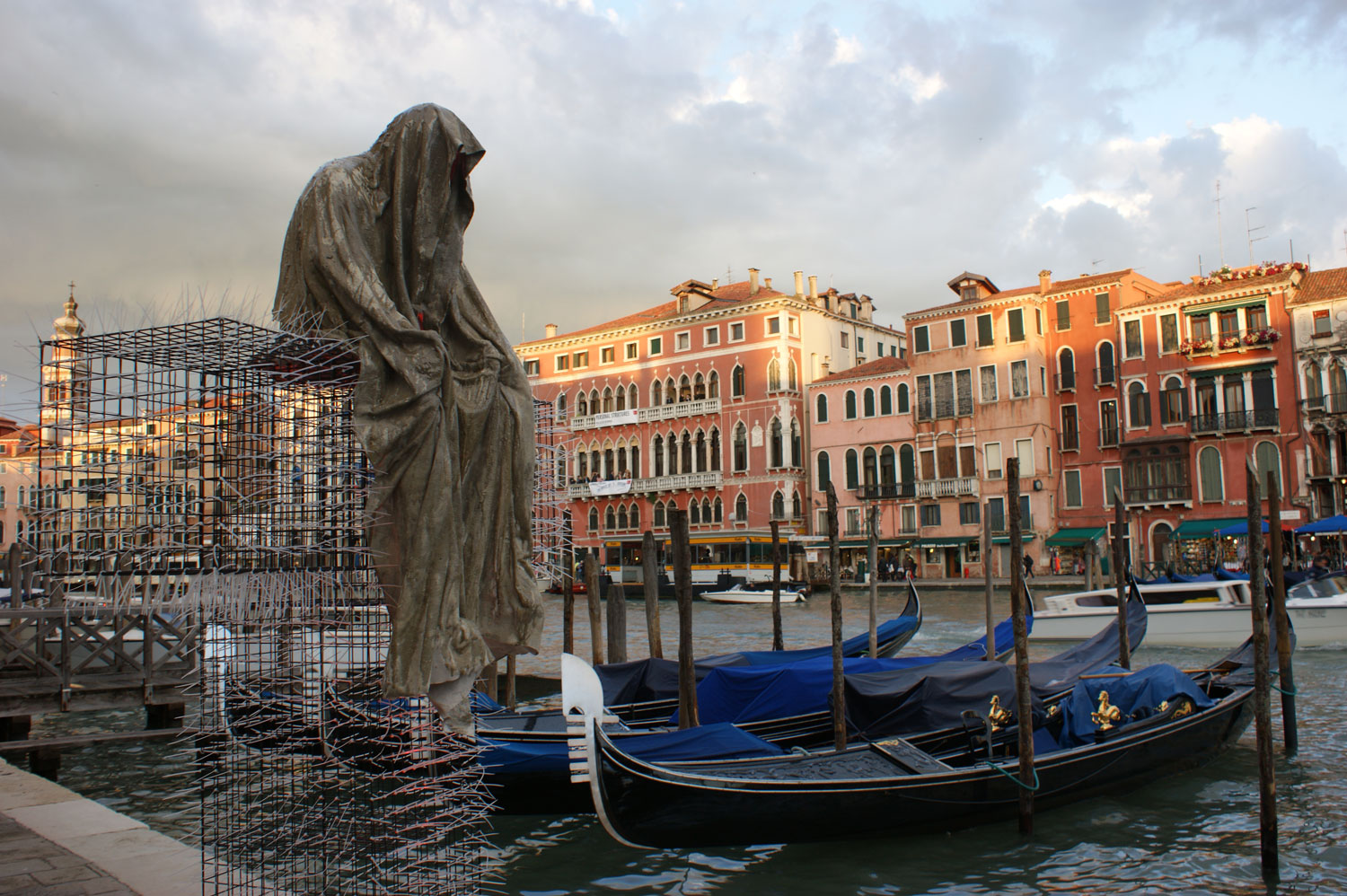 Public venice art biennial t guardians by christoph for Artisti biennale venezia