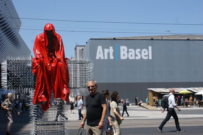 T-Guardian-scope-show-art-basel-fair-contemporary-art-sculpture-cross-manfred-kielnhofer-christoph-luckeneder-1113