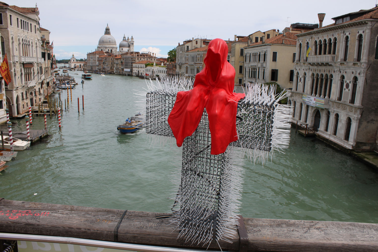 public-show-art-biennial-venice-italy-christoph-luckeneder-manfred-kielnhofer-t-guardian-sculpture-art-arts-arte-2992