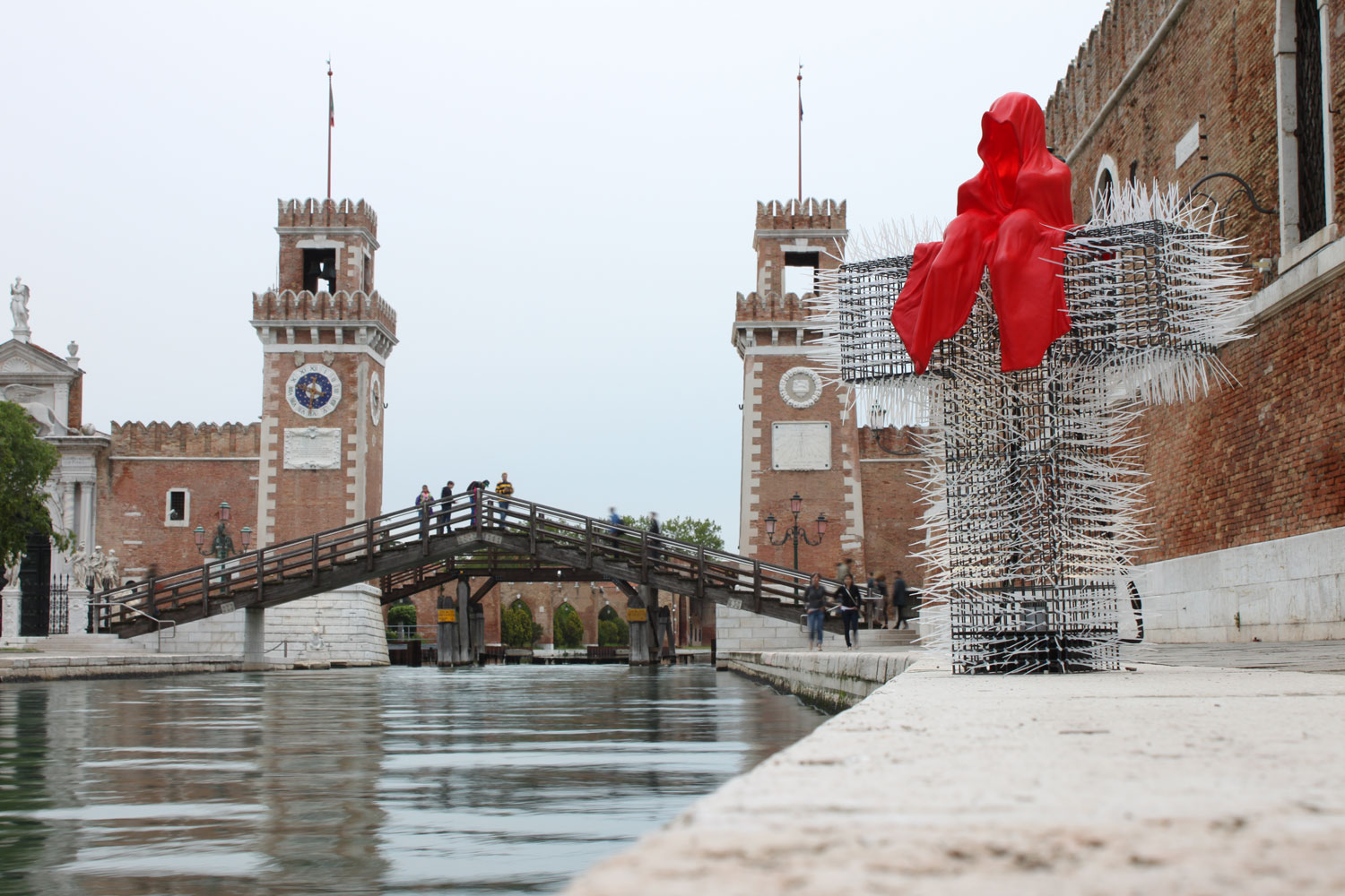 public-show-art-biennial-venice-italy-christoph-luckeneder-manfred-kielnhofer-t-guardian-sculpture-art-arts-arte-3134