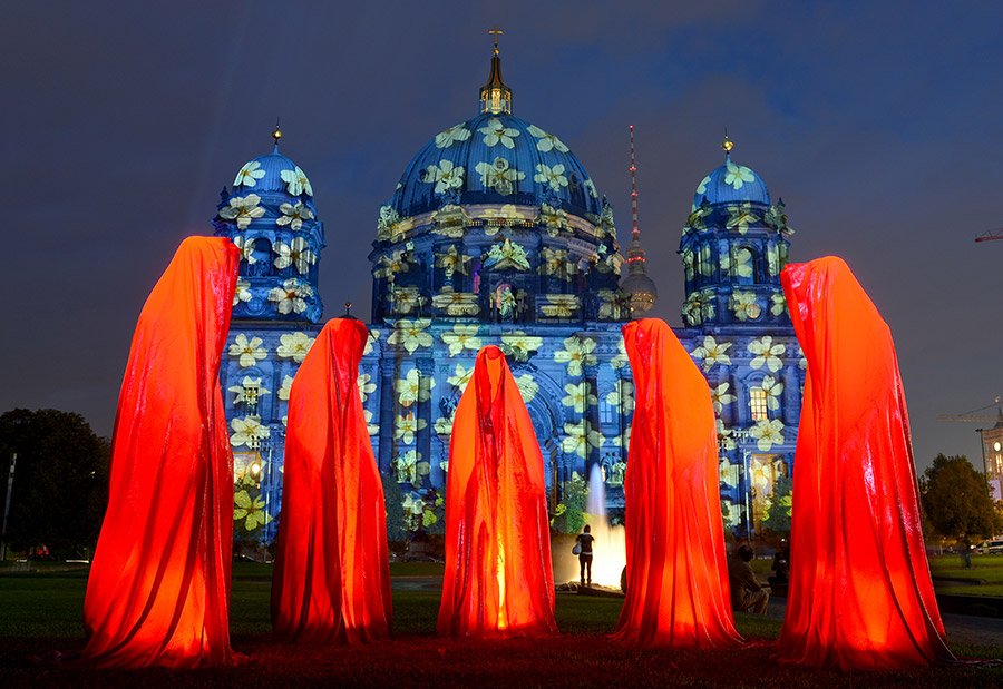 festival of lights contemporary arts sculpture berlin guardians of time  waechter der zeit manfred kielnhofer Photography