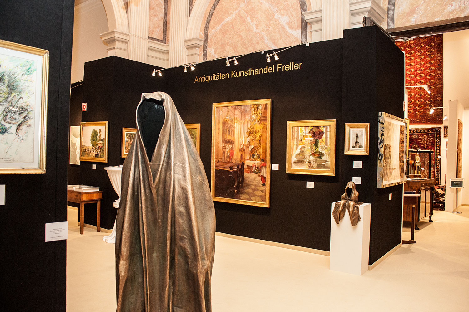 wiener-internationale-kunst-und-antiquitaetenmesse-art-and-antique-fair-vienna-kuenstlerhaus-kunsthandel-freller-sculpture-guardians-kielnhofer-9747y