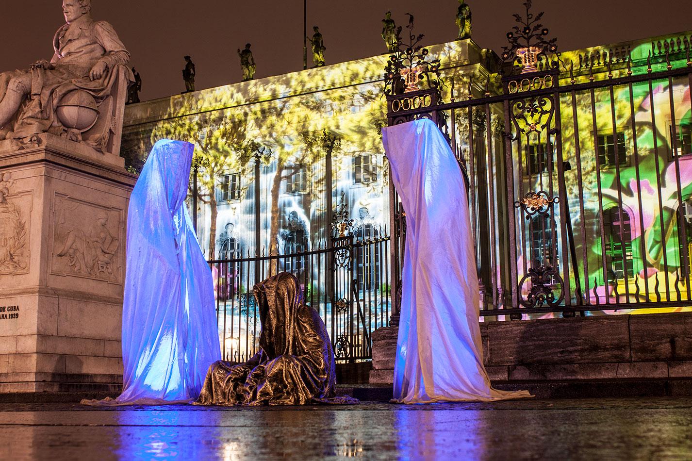 festival-of-lights-berlin-humbold-university-light-art-festival-contemporary-fine-art-design-show-guardiansof-time-manfred-kili-kielnhofer-sculpture-3617