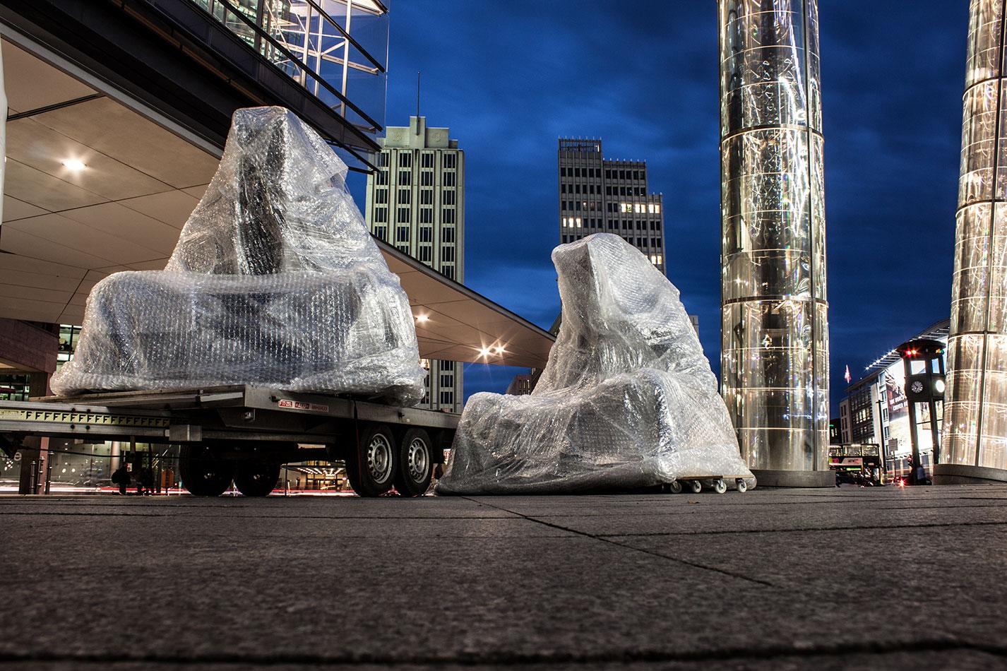 festival-of-lights-berlin-light-art-festival-contemporary-fine-art-design-show-guardiansof-time-manfred-kili-kielnhofer-sculpture-2863