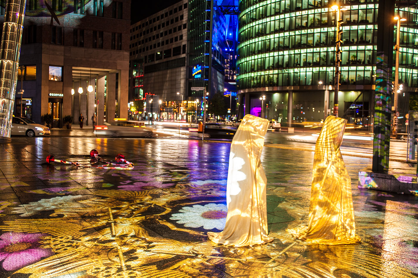 festival-of-lights-berlin-light-art-festival-contemporary-fine-art-design-show-large-scale-sculpture-guardiansof-time-manfred-kili-kielnhofer-sculpture-3879