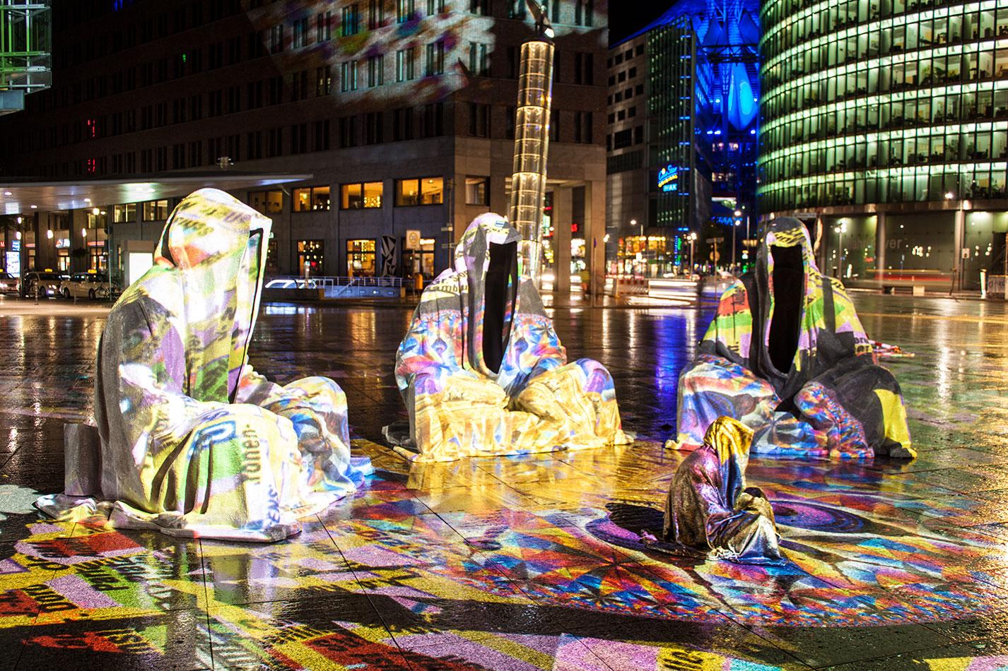 festival-of-lights-berlin-light-art-festival-contemporary-fine-art-design-show-large-scale-sculpture-guardiansof-time-manfred-kili-kielnhofer-sculpture-3899