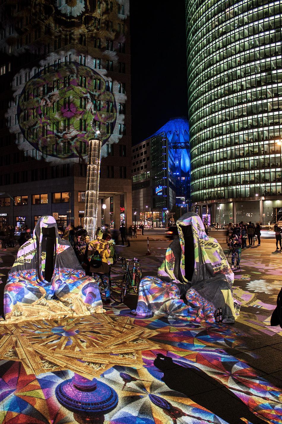 festival-of-lights-berlin-potzdamer-platz-light-art-show-exhibition-lumina-guardians-of-time-manfred-kili-kielnhofer-contemporary-arts-design-large-scale-monumental-public-sculpture-3654