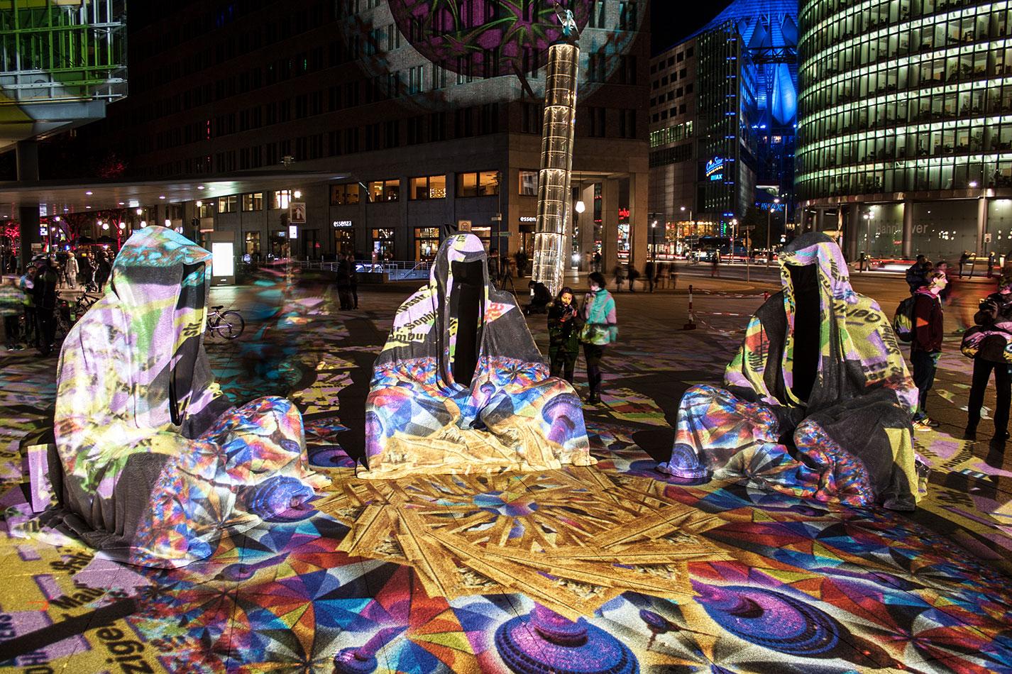 festival-of-lights-berlin-potzdamer-platz-light-art-show-exhibition-lumina-guardians-of-time-manfred-kili-kielnhofer-contemporary-arts-design-large-scale-monumental-public-sculpture-3665