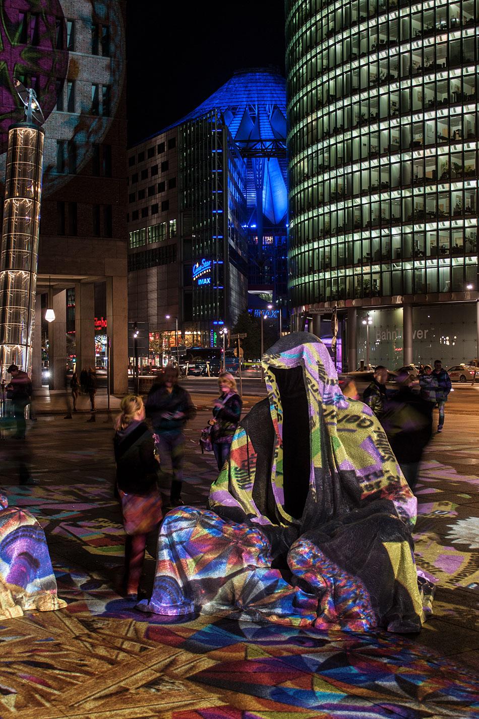festival-of-lights-berlin-potzdamer-platz-light-art-show-exhibition-lumina-guardians-of-time-manfred-kili-kielnhofer-contemporary-arts-design-large-scale-monumental-public-sculpture-3670