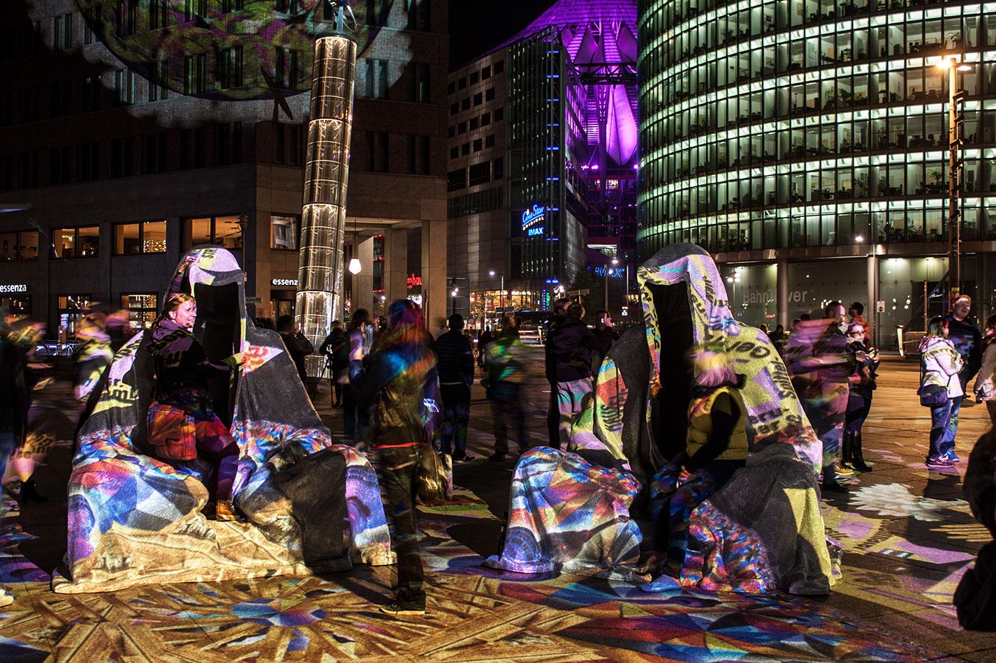 festival-of-lights-berlin-potzdamer-platz-light-art-show-exhibition-lumina-guardians-of-time-manfred-kili-kielnhofer-contemporary-arts-design-large-scale-monumental-public-sculpture-3672