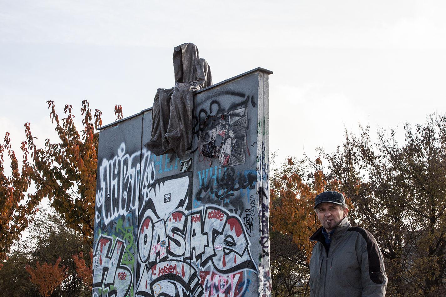 25-jears-wallfall-berlin-germany-contemporary-fine-art-show-arts-design-guardians-of-time-manfred-kili-kielnhofer-4172