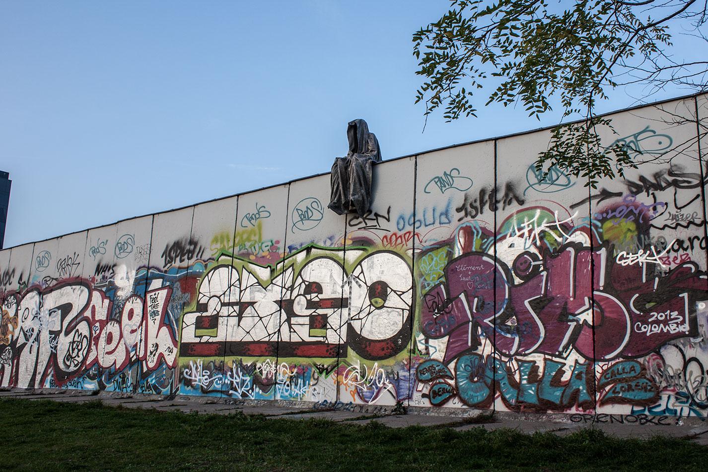 25-jears-wallfall-berlin-germany-contemporary-fine-art-show-arts-design-guardians-of-time-manfred-kili-kielnhofer-4244