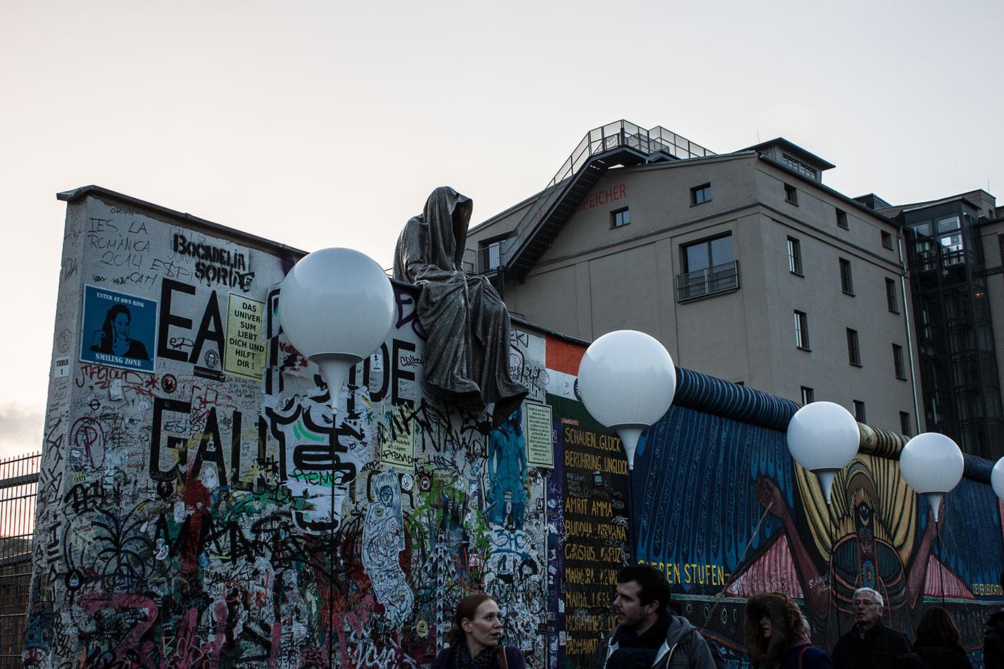 25-jears-wallfall-berlin-germany-contemporary-fine-art-show-arts-design-guardians-of-time-manfred-kili-kielnhofer-4256