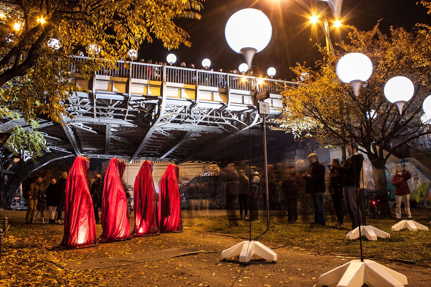 25-jears-wallfall-berlin-germany-contemporary-fine-art-show-arts-design-guardians-of-time-manfred-kili-kielnhofer-4300 - Kopie