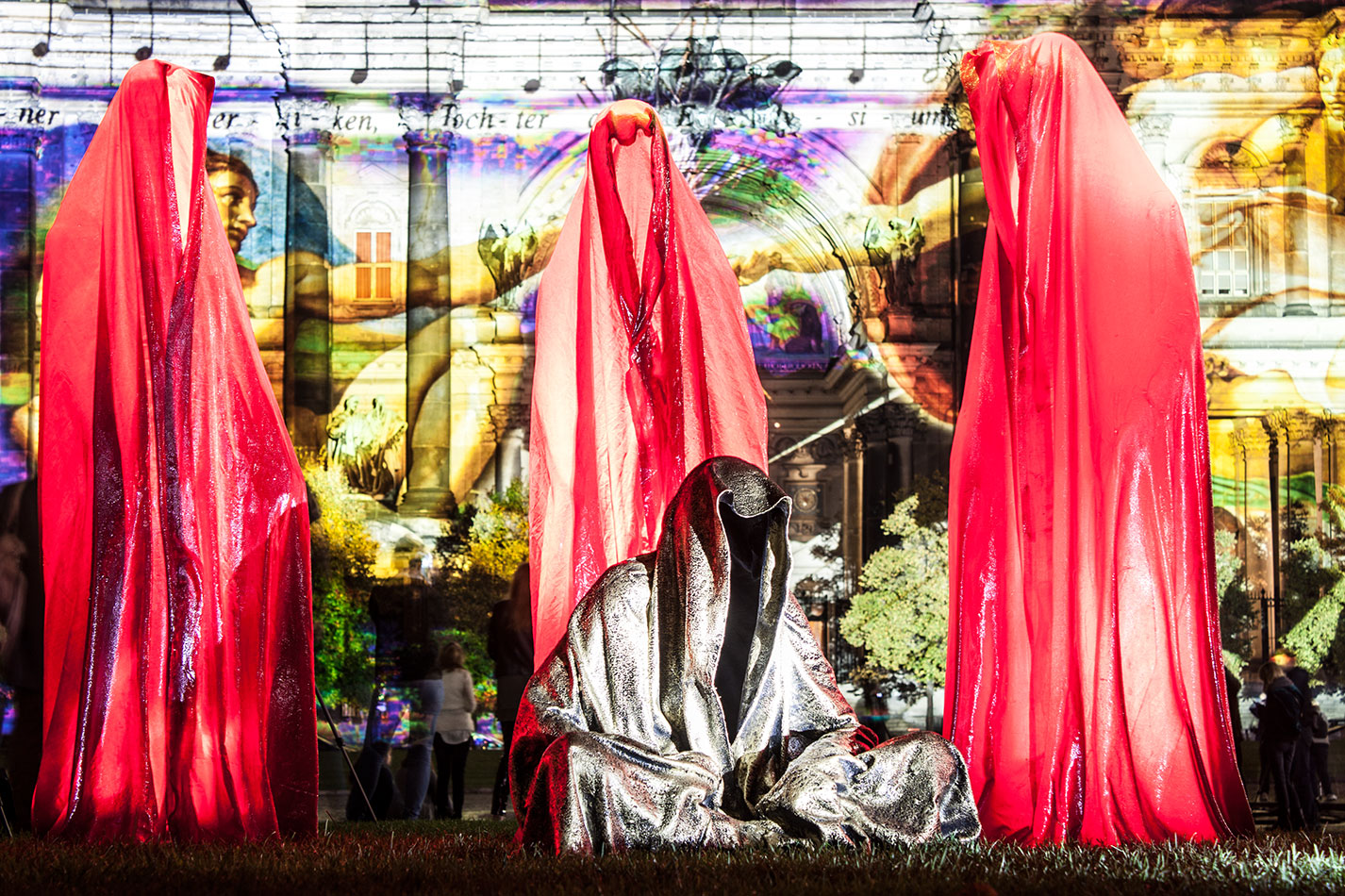 festival-of-lights-old-museum-cathedral-berlin-light-art-show-exhibition-lumina-guardians-of-time-manfred-kili-kielnhofer-contemporary-arts-design-sculpture-3052