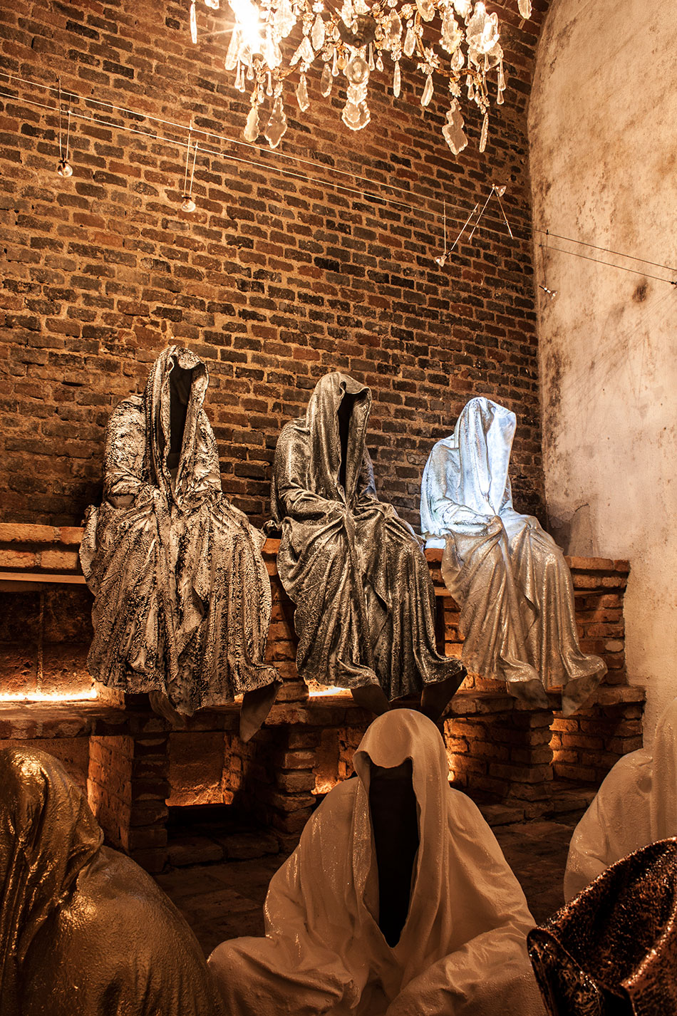 wine-cellar-galerie-artdealer--freller-guardians-of-time-manfred-kili-kielnhofer-contemporary-art-arts-light-design-sculpture-antique-show-statue-7905