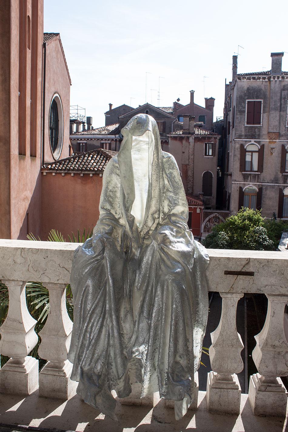 La biennale venezia transport to palazzo mora show time for Artisti biennale venezia
