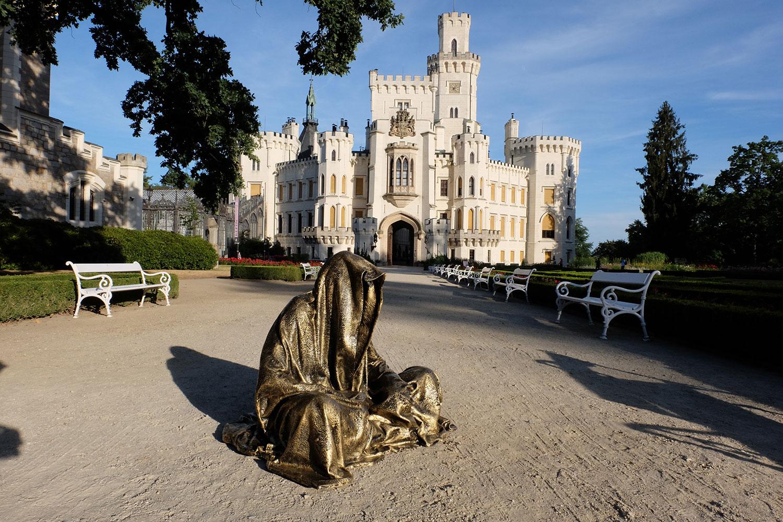 hluboka-castle--czech-republic-guardians-of-time-manfred-kili-kielnhofer-contemporary-fine-art-sculpture-statue-arts-design-modern-photography-artfund-artshow-pro-6636