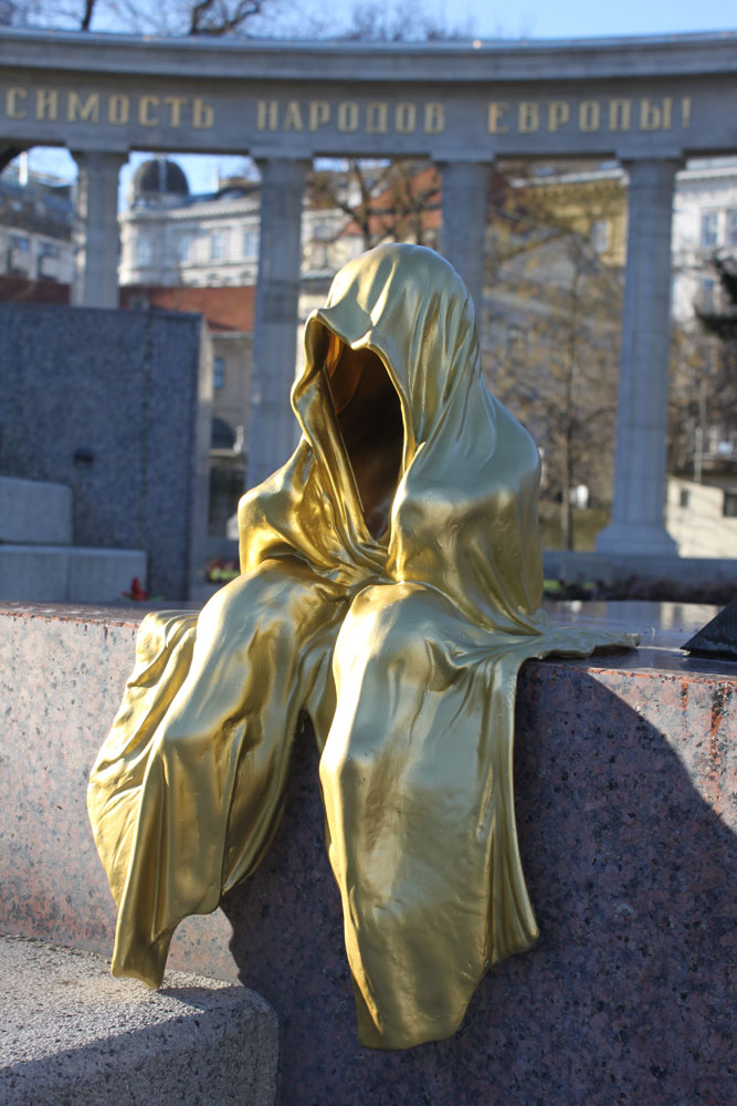IMG_0516-public-contemporary-art-design-antique-show-vienna-kunst-wien-sculpture-statue-time-guardians-mini-guards-wachter-manfred-kielnhofer-schwarzenbergplatz